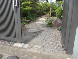 門扉下の段差