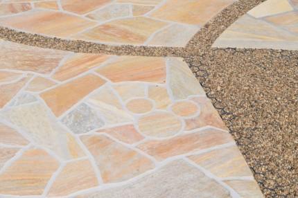 アプローチ:天然石